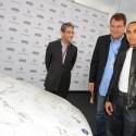 mercedes benz c350 nelson mandel01 125x125 Nelson Mandelas 90th birthday: Mercedes Benz presents an autographed C350