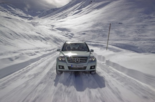 mercedes benz glk winter driving fun14 540x356 Maximum EuroNCAP safety rating for the E Class, GLK and C Class