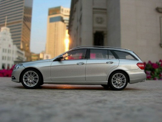 2010 Mercedes-Benz E-Class Estate Side View