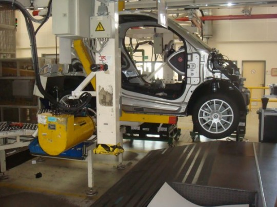 15742 1284678565875 1497470859 761858 4255861 n 540x405 smart fortwo electric drive pictured on the assembly line