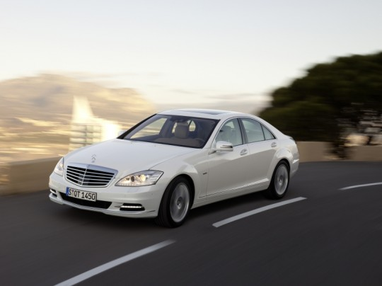 the mercedes benz s 400 hybrid 540x404 3 Mercedes Benz vehicles get most environmentally friendly automobiles in their class award