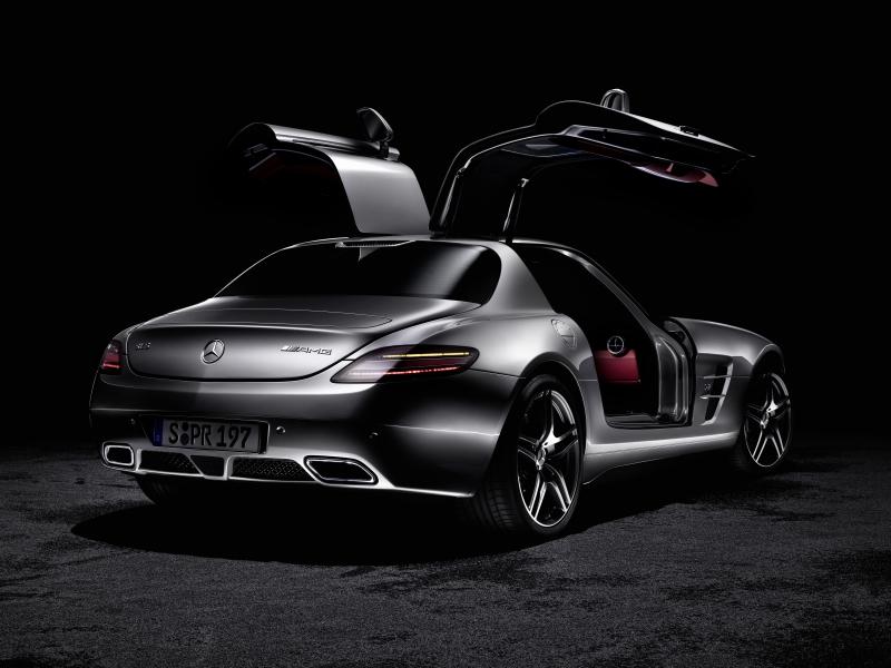 Mercedes Benz E200 Amg. The Mercedes-Benz E-Class is