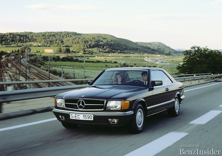 Daimler-Benz AG presented the W126 series S-Class generation at the