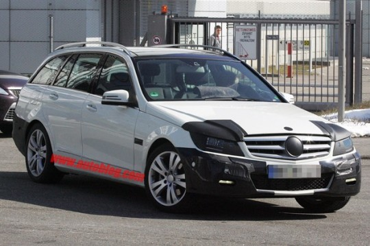 s class estate spy shots 540x359 Mercedes Benz C Class Estate spy shots emerge