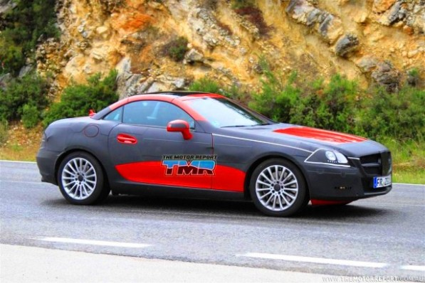 2011 mercedes benz slk spy shots 12 4be0eeadef52b 615x350 597x398 2011 Mercedes Benz SLK to get a new look plus new engines