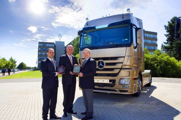 mercedes benz actros takes truck of the year 2009 title in poland 597x397 Mercedes Benz Trucks all set for upcoming Euro 6 emissions standards