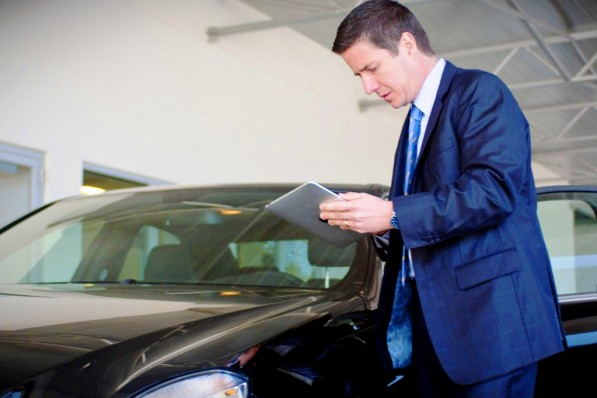 mercedes benz dealers use apple ipad 20838 1 597x398 Dealers to start testing Apple iPad for business