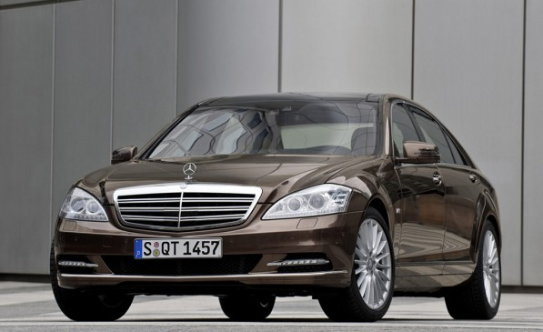 mercedes s klasse receives best luxury car award from fleet world 20649 11 597x365 Mercedes Benz S Class Awarded 2010 Best Luxury Car
