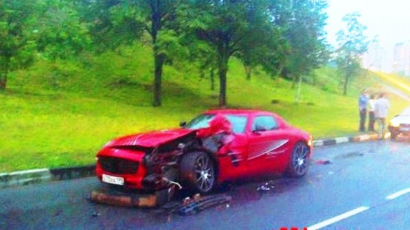 first documented crash of a sls amg video 21593 1 597x335 First ever: SLS AMG crashes for good