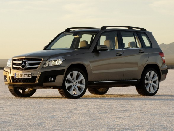 2010 mercedes benz glk class 1 588x441 New GLK Boasts of an Entry Level 2.1 L Diesel Engine