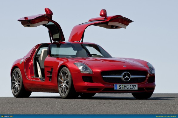 MB SLS AMG 05 597x394 SLS AMG wins Golden Classic Steering Wheel award