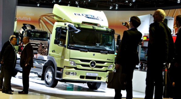 daimler trucks to return to profit 24575 1 597x328 Daimler Trucks recovering from 2009 economic turmoil