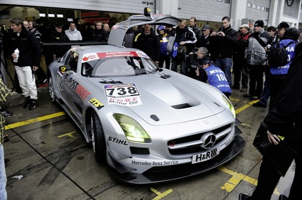 mercedes sls amg gt3 crashes at racetrack premiere medium 3 597x396 SLS GT3 crashes in track debut