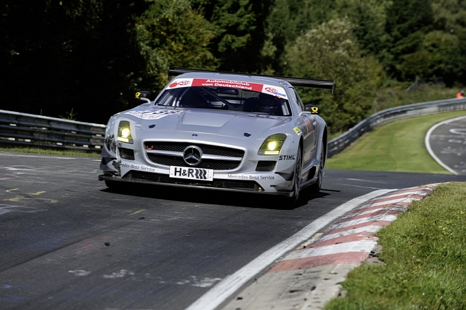 mercedes-sls-amg-gt3-crashes-at-racetrack-premiere-medium_4