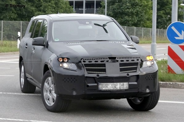spyshots 2012 mercedes benz gl medium 1 597x397 Spy Cam: The 2012 GL Class under guise