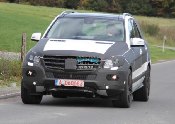 2010 mercedes benz ml63 amg spy photos 12 4cacf8d8754aa 615x350 597x426 Spying on the next ML63 AMG