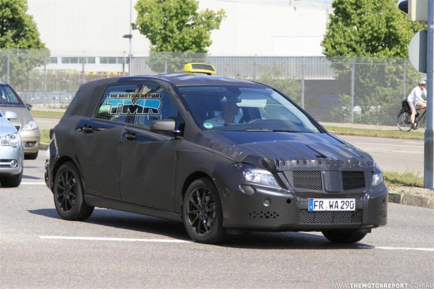 2011_mercedes_benz_b_class_spy_photos_spy_shots_taxi_version_04-4c50b26d2a64d-615x350