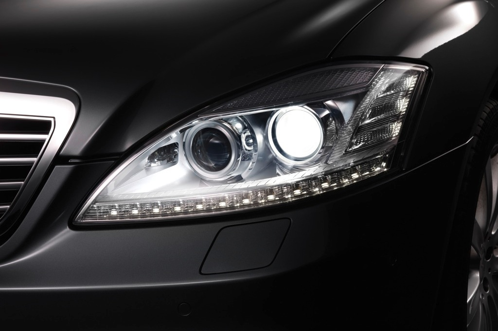 mercedes-benz-xenon-headlamps-get-brighter-starting-december-25792_1