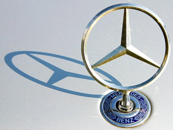 Benz Logo 597x450 Merc Overtakes BMW in Canadian Luxury Market