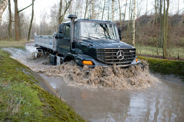 daimler sends 50 vehicles to support japan relief 34081 1 597x398 Daimler sends fleet to Japan for disaster relief assistance