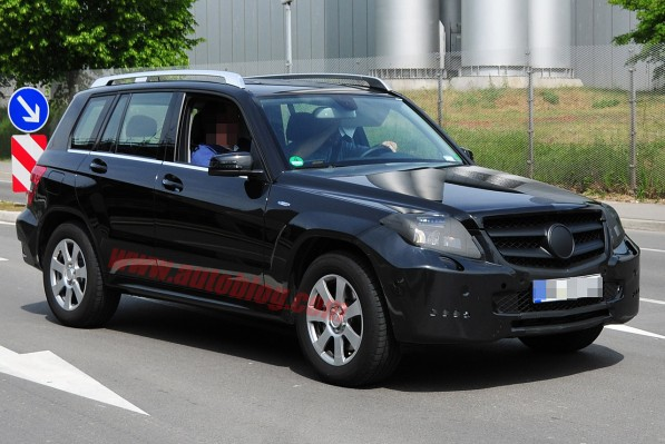002 mercedes benz glk spy shots 597x399 Facelifted GLK Caught On Camera