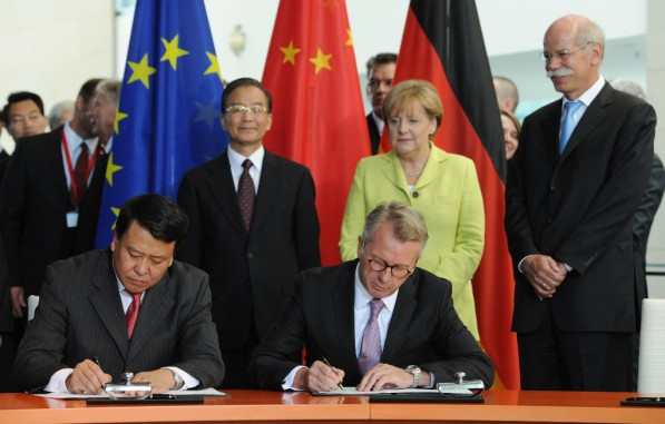 daimler baic agreement 597x381 Daimler and BAIC Ink New Joint Venture