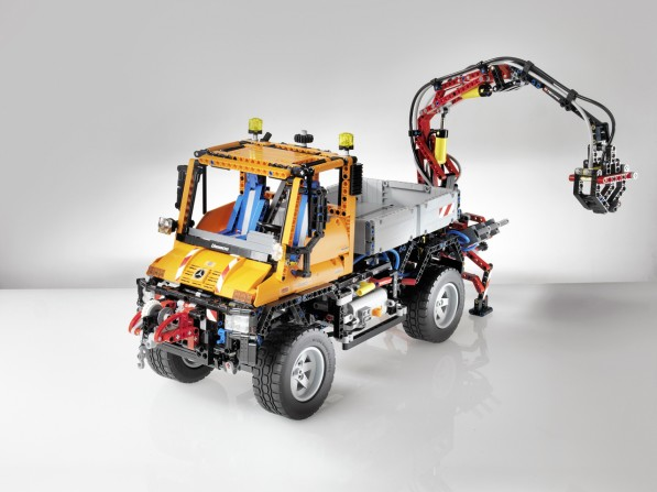 lego unimog1 597x447 Lego Technic Unimog Kit Has More Than 2,000 Parts