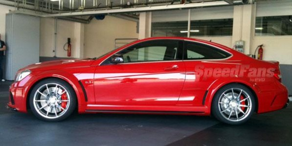 809946806286526466 597x298 First pictures of the C63 AMG Black Series Coupe are leaked