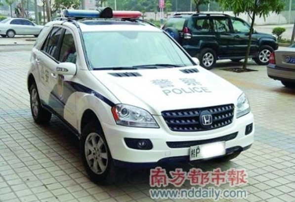 ml350 cop car 597x410 Chinese Police Department Disguises ML350 As A Honda