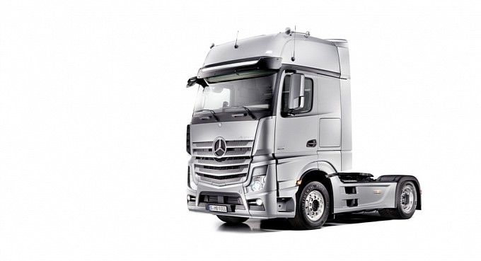 new mercedes actros sets fuel efficency standard on 10000km test 36844 1 Mercedes ACTROS Put on a 10,000KM Test