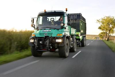 09C1033 01 Agritechnica 2011 : Zetros Premier and Unimogs Showcase