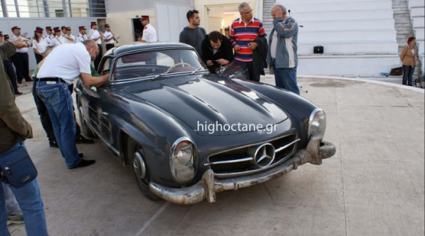 barn find 1960 mercedes benz 300 sl roadster sells for 405000 39597 1 597x332 Barn Find 300SL Sells For 405,000 Euros