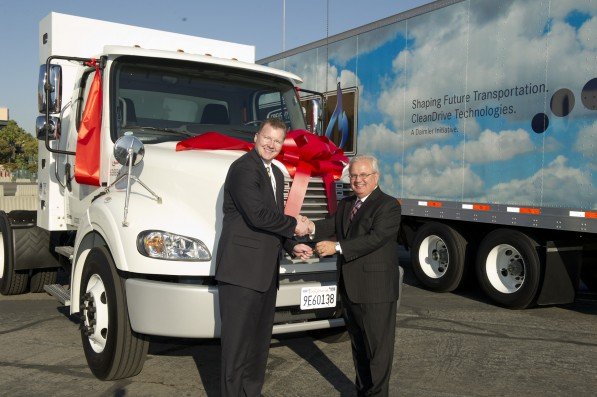 Scott.Perry Bob.Carrick key.handover1 597x397 Daimler Trucks NA Delivers 1,000th Natural Gas Truck