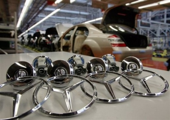 mercedes benz sindelfingen factory assembly star logo 560x396 Mercedes Aims To Increase Production By 13% In 2012