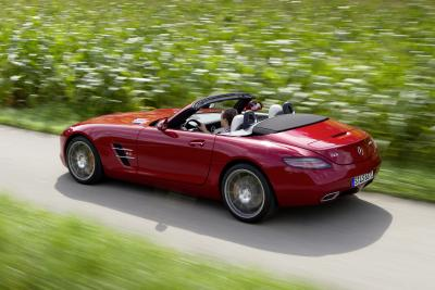 11C864 044 M Class and SLS AMG Roadsters Got Thumbs Up from an Auto Mag