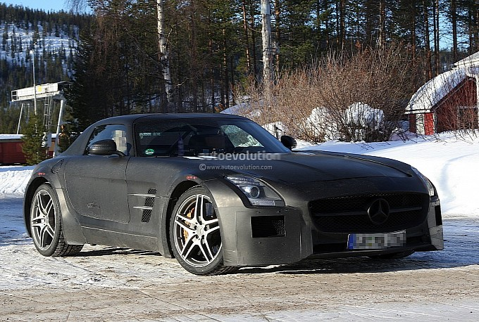 Spyshots of the Mercedes SLS Black Series2