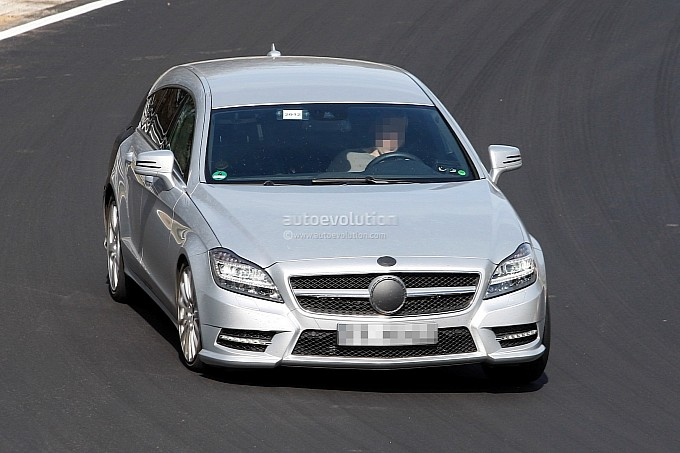 spyshots 2013 mercedes cls shooting brake on nurburgring medium 1 CLS Shooting Brake Caught At The Ring