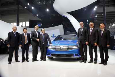 Daimler's New Brand Called Denza Presented in Beijing3