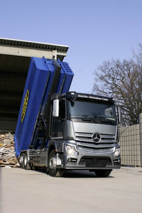 The New Actros Hook Lift at the Munich Trade Fair