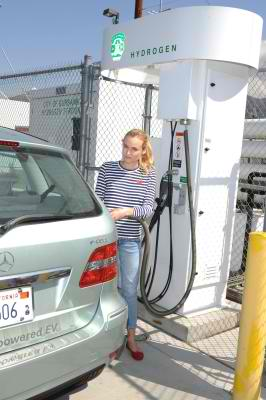 Mercedes B-Class Electonic Drive Attracts Hollywood Stars