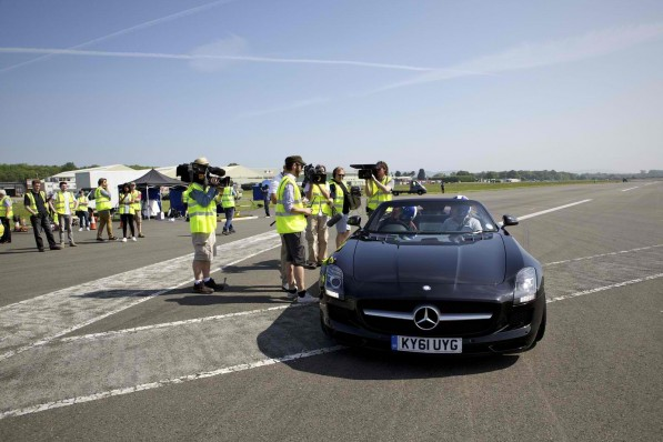 coulthard SLSAMG 597x398 Golf Ball Caught on Moving SLS AMG, Mercedes Benz Claims World Record