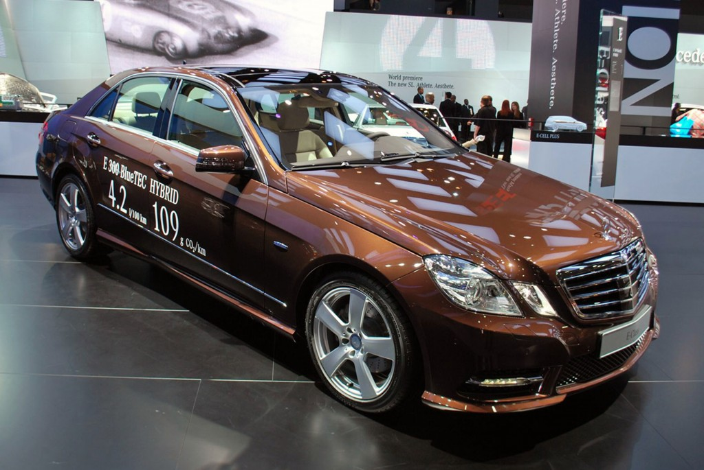 The new mercedes benz hybrid vehicle a for Mercedes benz e300 hybrid