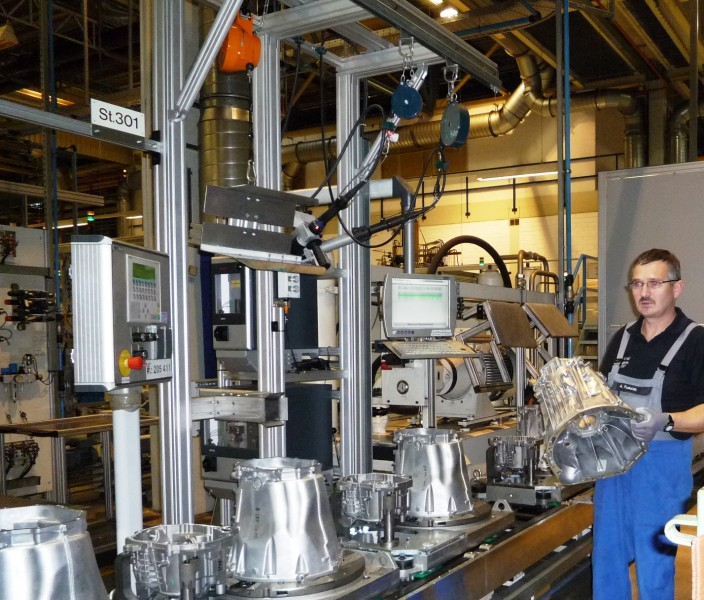 2048 12A1173 704x600 Gaggenau Plant Produces It 5 Millionth Transmission