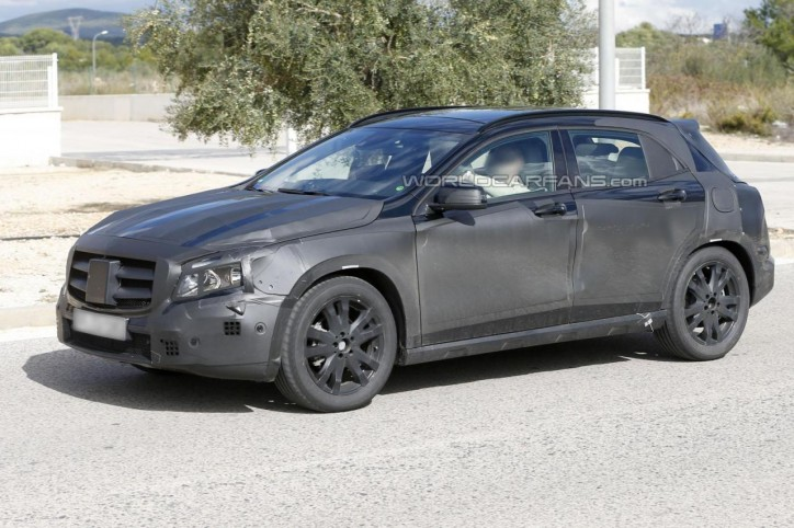 SPY 2014 Mercedes Benz GLA Class X 156 14 724x482 X156 Prototype Seen Testing