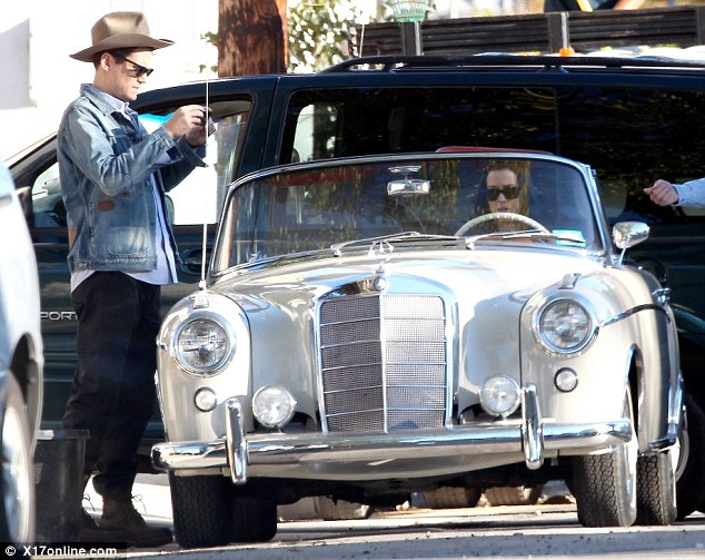 Katy Perry in a vintage Mercedes Benz convertible with John Mayer Katy Perry and John Mayer Spotted with a Vintage Mercedes Benz