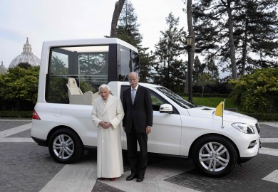 Mercedes-Benz_New_Popemobile_01