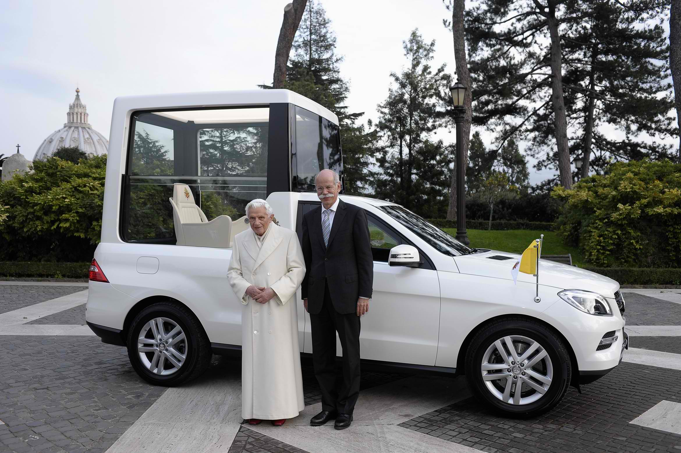 zetsche mercedes benz deliver new popemobile. Black Bedroom Furniture Sets. Home Design Ideas