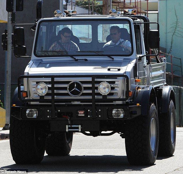 arnold schwarzenegger mercedes unimog Arnold Schwarzenegger Switches from Hummer to Mercedes Benz Unimog