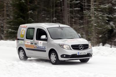 13A207 Mercedes Benz Vans Top Arctic Van Test
