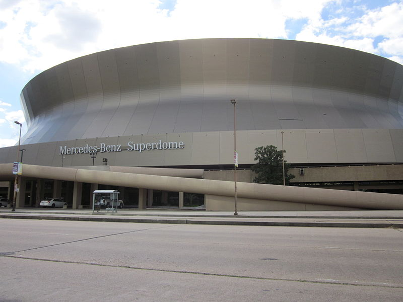800px Mercedes Benz Superdome Poydras 1 Mercedes Benz    The Obvious Winner in the Super Bowl